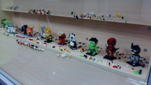 Displaying Lego sets in shelving